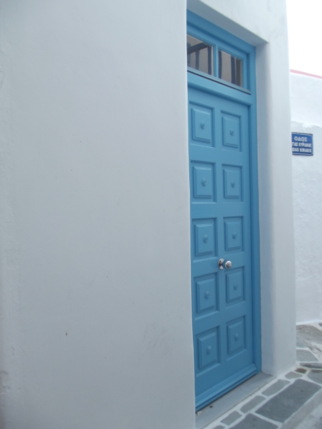 Puerta exterior en azul